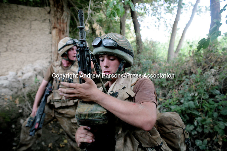 Soldiers from B Company from the Worcester and Sherwood Forest Regiment check their weopons before raiding a compound while searching for the Taliban deep inside the Green zone in Hellmand Provence, Southern Afghanistan. PRESS ASSOCIATION Photo. Picture date:Tuesday 14th August   , 2007. Photo credit should read: Andrew Parsons/PA.