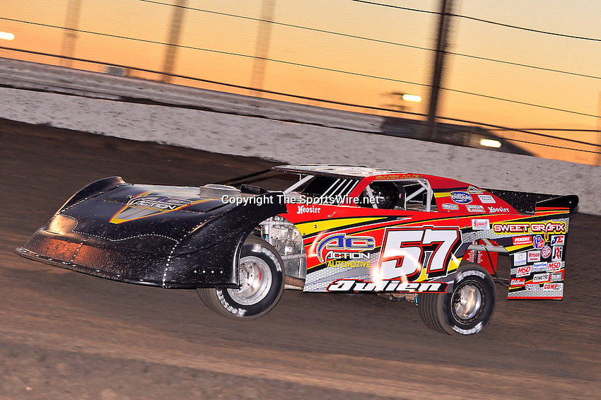 Feb 17, 2014; 6:26:03 PM;  Barberville, FL, USA;  World of Outlaws Late Model Series for 43rd Annual DIRTcar Nationals presented by Summit Racing Equipment at Volusia Speedway Park.  Mandatory Credit: (thesportswire.net)