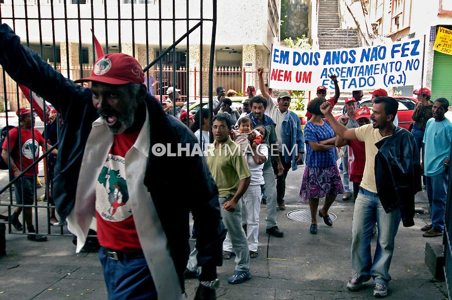 Invasão de prédio do Incra pelo Movimento dos Sem Terra. Rio de Janeiro, 2005. Foto de Luciana Whitaker.