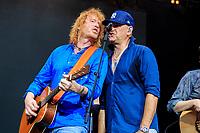 Christof Stein-Schneider und Kai Wingenfelder von Fury in the Slaughterhouse live im Gerry-Weber-Stadion. Halle (Westf.), 21.07.2017
