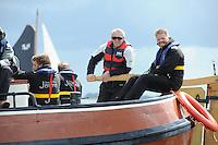 ZEILEN: SNEEK: FRISOBOKAAL, 30-05- 2015, SKS Skûtsjesilen, Organisatie Provincie Fryslân in samenwerking met Sintrale Kommisje Skûtsjesilen en hun 14 Skûtsjes, Skûtsje Oeral Thús (Joure) met schipper Dirk-Jan Reijenga (rechts), Eelco Blok (CEO KPN) aan het helmhout, ©foto Martin de Jong
