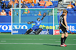 The Hague, Netherlands, June 01: Devon Manchester #20 of New Zealand tries to block the penalty shot during the field hockey group match (Men - Group B) between the Black Sticks of New Zealand and Korea on June 1, 2014 during the World Cup 2014 at GreenFields Stadium in The Hague, Netherlands. Final score 2:1 (1:0) (Photo by Dirk Markgraf / www.265-images.com) *** Local caption ***