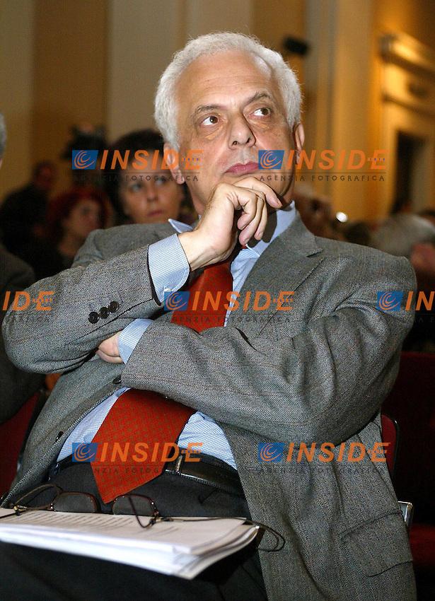 Roma 1 Marzo 2003<br /> Conferenza Nazionale DS<br /> &quot;Reagire al declino economico dell'Italia&quot;<br /> Vincenzo Visco, ex ministro del tesoro