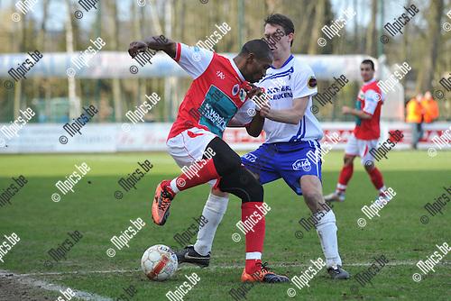 2012-03-11 / voetbal / seizoen 2011-2012 / K. SK. Heist - R. Antwerp FC / Een duel om de bal tussen Freddy Mombongo-Deus (l) (Antwerp) en Roel Grant (r) (Heist)