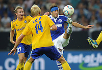 FUSSBALL   EUROPA LEAGUE   SAISON 2011/2012   Play-offs FC Schalke 04 - HJK Helsinki                                25.08.2011 RAUL (re, Schalke) mit Kopfverband im Zweikampf mit Sebastian SORSA (li) und Tim LATHI (Mitte, beide Helsinki)