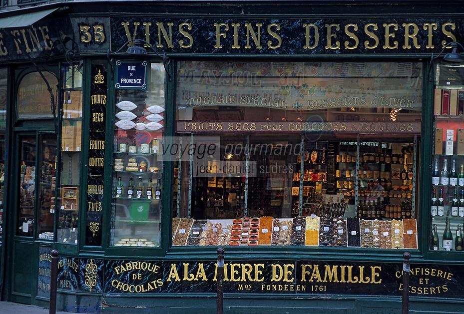 """Europe/France/Ile-de-France/Paris: """"BELLE EPOQUE"""" - Epicerie """"A la Mère de Famille"""" 35 Faubourg Montmartre<br /> PHOTO D'ARCHIVES // ARCHIVAL IMAGES<br /> FRANCE 1990"""