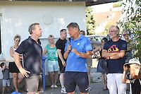 Ramon Berndroth (Sportliche Leiter Leistungszentrum SV Darmstadt 98) steht den Kindern und Trainern der SKG Wallerstädten Rede und Antwort - Jugendtraining der SKG Wallerstädten mit Ramon Berndroth