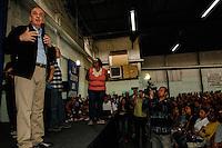 ATENÇÃO EDITOR: FOTO EMBARGADA PARA VEÍCULOS INTERNACIONAIS. SAO PAULO SP, 23 DE SETEMBRO DE 2012. ELEICAO 2012 - CAMPANHA JOSE SERRA. O candidato do PSDB a prefeitura de Sao Paulo, Jose Serra, durante a Assembleia Geral da Associação dos Trabalhadores Sem Terra de São Paulo durante a tarde do domingo na Lapa, zona oeste de São Paulo. FOTO ADRIANA SPACA/BRAZIL PHOTO PRESS