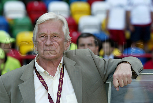 15 June 2004: Portrait of Czech Coach KAREL BRUCKNER (CZE). Euro 2004 Group D game. Czech Republic 2 Latvia 1. Estadio Municipal de Aveiro, Aveiro, Portugal. Photo: Neil Tingle/Action Plus. ...040615 footballer footballers soccer manager managers coaches