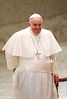 Papa Francesco arriva all'udienza generale del mercoledi' in aula Paolo VI, Citta' del Vaticano,7 gennaio 2015.<br /> Pope Francis arrives for his weekly general audience in the Paul VI hall at the Vatican, 7 January 2015.<br /> UPDATE IMAGES PRESS/Isabella Bonotto<br /> <br /> STRICTLY ONLY FOR EDITORIAL USE