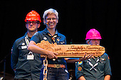 Camp chief Marie Reinecke at the IST opening ceremony with the key to the camp.  Photo: Magnus Fröderberg/Scouterna