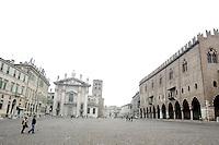 Il Palazzo Ducale, sulla destra, ed il Duomo, sullo sfondo, a Mantova.<br /> The Palazzo Ducale, right, and the Cathedral. background, in Mantua.<br /> UPDATE IMAGES PRESS/Riccardo De Luca