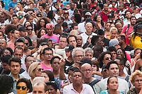 SAO PAULO, SP, 20.11.2015 - CONCIÊNCIA-NEGRA - Espectadores durante show do cantor Chico César na Semana da Consciência Negra tno Vale do Anhangabaú região central de São Paulo nessa sexta-feira 20. ( Foto: Gabriel Soares/ Brazil Photo Press)