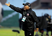 TUNJA - COLOMBIA, 07-10-2018: Fernando Castro técnico de America de Cali durante partido contra de Boyacá Chicó por la fecha 13 Liga Águila II 2018 realizado en el estadio La Independencia en Tunja. / Fernando Castro coach of America de Cali gestures during match against Boyaca Chico for the date 13 of Aguila League II 2018 played at La Independencia stadium in Tunja. Photo: VizzorImage / Julian Medina / Cont
