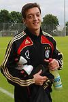 Mesut Oezil U21-Nationalspieler von Werder Bremen am 04.06.09 in Barsinghausen im Vorbreitungsspiel gegen den 1. FC Germania Egestorf/Langreder 6-0.                                                                                                    Foto:  /  nph (  nordphoto  )