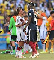 FUSSBALL WM 2014                VIERTELFINALE Frankreich - Deutschland           04.07.2014 Philipp Lahm (li, Deutschland) und Paul Pogba (re, Frankreich) nach dem Abpfiff