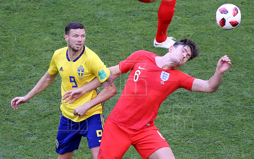 SAMARA - RUSIA, 07-07-2018: Marcus BERG (Izq) jugador de Suecia disputa el balón con Harry MAGUIRE (Der) jugador de Inglaterra durante partido de cuartos de final por la Copa Mundial de la FIFA Rusia 2018 jugado en el estadio Samara Arena en Samara, Rusia. / Marcus BERG (L) player of Sweden fights the ball with Harry MAGUIRE (R) player of England during match of quarter final for the FIFA World Cup Russia 2018 played at Samara Arena stadium in Samara, Russia. Photo: VizzorImage / Julian Medina / Cont