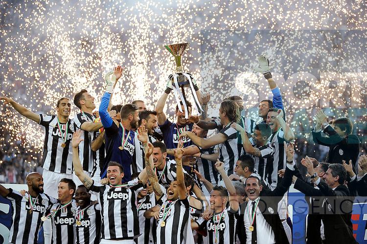 Festeggiamenti Scudetto Juventus Campione d'Italia con la coppa .Celebration with the cup .Torino 11/05/2013 Juventus Stadium.Football Calcio Serie A  2012/13.Juventus vs Cagliari.Foto Insidefoto Federico Tardito