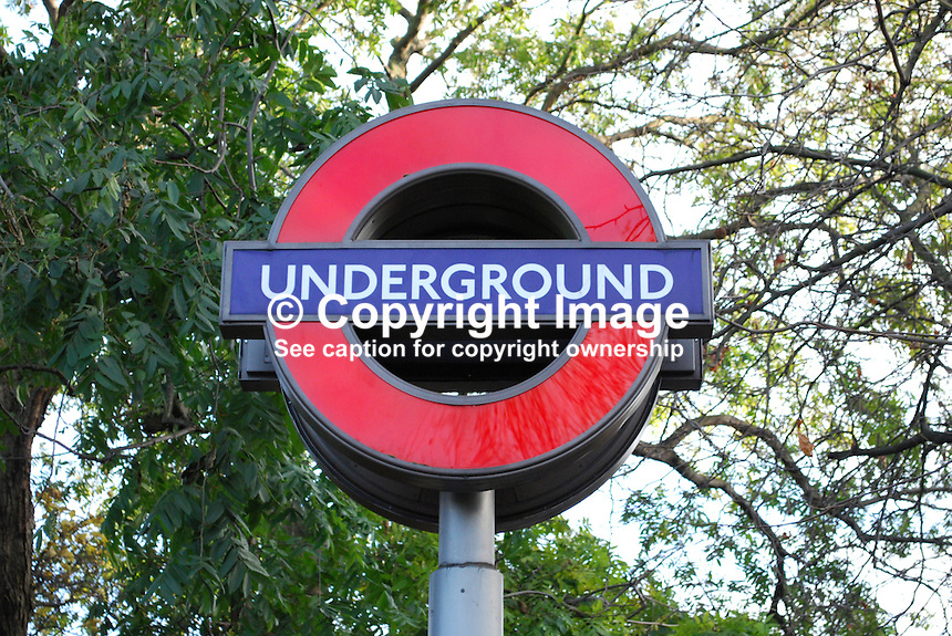 London Underground, sign, station, metro, England, United Kingdom, UK, 200812061641..Copyright Image from Victor Patterson, 54 Dorchester Park, Belfast, UK, BT9 6RJ..Tel: +44 28 9066 1296.Mob: +44 7802 353836.Voicemail +44 20 8816 7153.Skype: victorpattersonbelfast.Email: victorpatterson@mac.com.Email: victorpatterson@ireland.com (back-up)..IMPORTANT: If you wish to use this image or any other of my images please go to www.victorpatterson.com and click on the Terms & Conditions. Then contact me by email or phone with the reference number(s) of the image(s) concerned.