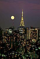 Vista noturna da cidade. São Paulo. 1983. Foto de Juca Martins.