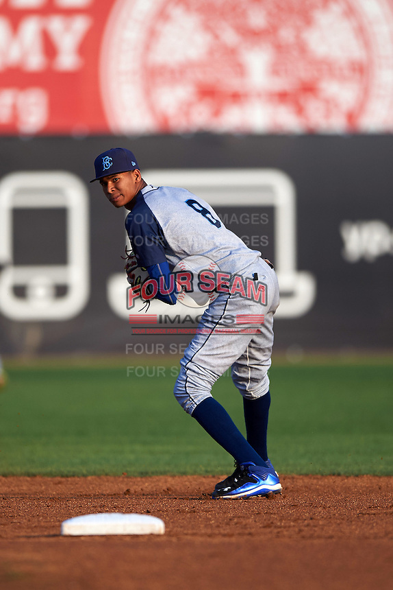 Brooklyn Cyclones shortstop Alfredo Reyes (8) throws to first during the first game of a doubleheader against the Connecticut Tigers on September 2, 2015 at Senator Thomas J. Dodd Memorial Stadium in Norwich, Connecticut.  Brooklyn defeated Connecticut 7-1.  (Mike Janes/Four Seam Images)