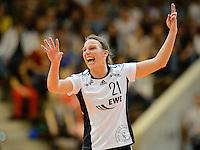 Angie Geschke (VFL) zeigt den nächsten Spielzug an