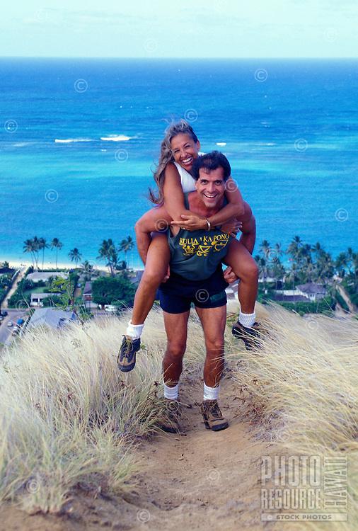 Couple hiking the lanikai ridge trail on Oahu