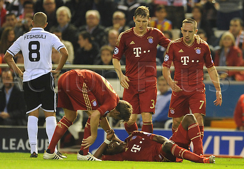 20.11.2012. Valencia, Spain.  Munich's Toni Kroos, Bastian Schweinsteiger (C) and Franck Ribery (R) check on David Alaba after a foul during the Champions League Group F soccer match between Valencia CF and FC Bayern Munich at Camp de Mestalla in Valencia, Spain, 20 November 2012. The game ended 1:1.