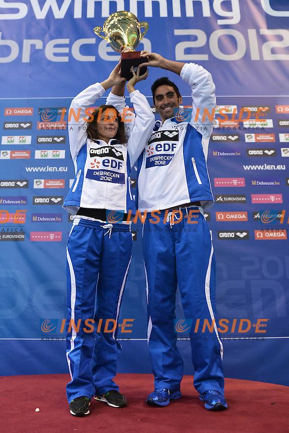 Chiara Boggiatto e Filippo Magnini con la coppa per Nazioni.Debrecen 27/5/2012 .31st European Swimming Championships - Nuoto.Foto Insidefoto / Andrea Staccioli