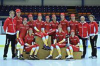 SCHAATSEN: HEERENVEEN: Thialf IJsstadion, 20-09-2012, Team Corendon 2012-2013, achter: Peter Kolder (coach), Pepijn van der Vinne, Jorien Voorhuis, Bas Bervoets, Annouk van der Weijden, Floor van den Brandt, Natasja Bruintjes, Karsten van Zeijl, Rienk Nauta, Frits Wouda (coach), Renate Groenewold (coach), voor: Roxanne van Hemert, Carlijn Achtereekte, Marije Joling, ©foto Martin de Jong