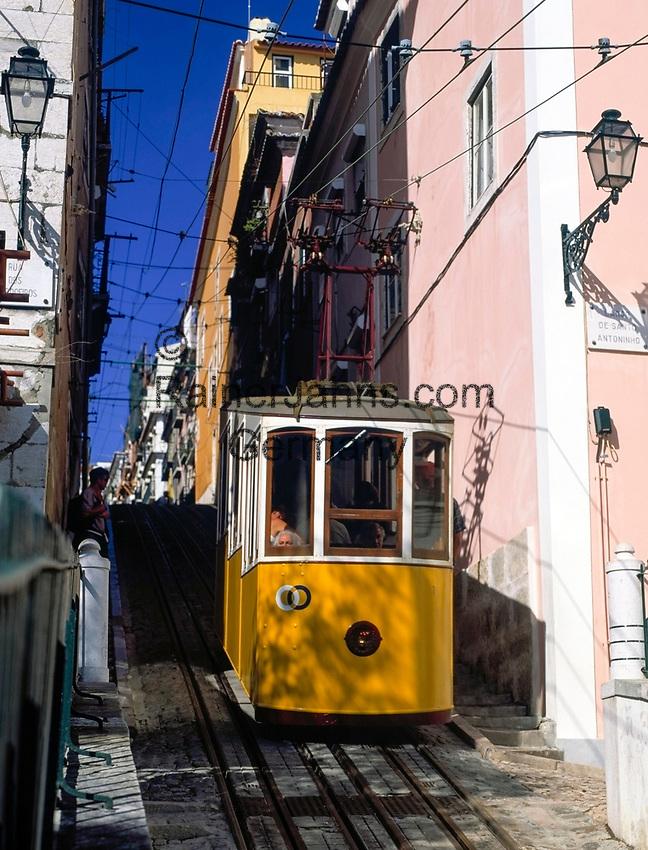 Portugal, Lissabon: Elevador da Bica - Standseilbahn   Portugal, Lisbon: Elevador da Bica - cable car