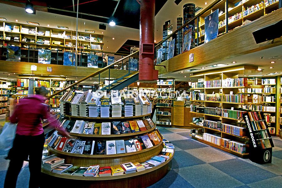 Livraria Cultura no Shopping Villa Lobos em São Paulo. 2003. Foto de Juca Martins.