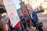 Protest von &quot;Psychotherapeuten in Ausbildung&quot; vor der Sitzung des Charite-Aufsichtsrat am Freitag den 19. Oktober 2018. Die Therapeuten und Therapeutinnen muessen ihre Ausbildung mit bis zu 750,-&euro; monatlich selber finanzieren und forderten vor der Aufsichtsratssitzung eine angemessene Bezahlung.<br /> Im Bild: Protestierende im Gespraech mit Mitgliedern des Aufsichtsrat (rechts Prof. Dr. Dr. med. habil. Dr. phil. Dr. theol. h. c. Eckhard Nagel).<br /> 19.10.2018, Berlin<br /> Copyright: Christian-Ditsch.de<br /> [Inhaltsveraendernde Manipulation des Fotos nur nach ausdruecklicher Genehmigung des Fotografen. Vereinbarungen ueber Abtretung von Persoenlichkeitsrechten/Model Release der abgebildeten Person/Personen liegen nicht vor. NO MODEL RELEASE! Nur fuer Redaktionelle Zwecke. Don't publish without copyright Christian-Ditsch.de, Veroeffentlichung nur mit Fotografennennung, sowie gegen Honorar, MwSt. und Beleg. Konto: I N G - D i B a, IBAN DE58500105175400192269, BIC INGDDEFFXXX, Kontakt: post@christian-ditsch.de<br /> Bei der Bearbeitung der Dateiinformationen darf die Urheberkennzeichnung in den EXIF- und  IPTC-Daten nicht entfernt werden, diese sind in digitalen Medien nach &sect;95c UrhG rechtlich geschuetzt. Der Urhebervermerk wird gemaess &sect;13 UrhG verlangt.]