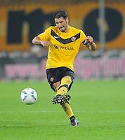 Fussball, 2. Bundesliga, Saison 2011/12, SG Dynamo Dresden - Eintracht Frankfurt, Montag (26.09.11), gluecksgas Stadion, Dresden. Dresdens Cristian Fiel am Ball.
