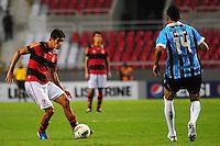 ATENCAO EDITOR: FOTO EMBARGADA PARA VEÍCULOS INTERNACIONAIS. - RIO DE JANEIRO, RJ, 16 DE SETEMBRO DE 2012 - CAMPEONATO BRASILEIRO - FLAMENGO X GREMIO - Caceres, jogador do Flamengo, durante partida contra o Gremio, pela 25a rodada do Campeonato Brasileiro, no Stadium Rio (Engenhao), na cidade do Rio de Janeiro, neste domingo, 16. FOTO BRUNO TURANO BRAZIL PHOTO PRESS