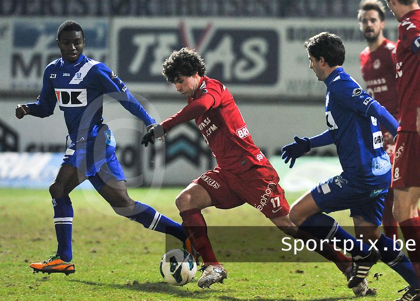 KV Kortrijk - AA Gent : Gertjan De Mets aan de bal .foto VDB / BART VANDENBROUCKE