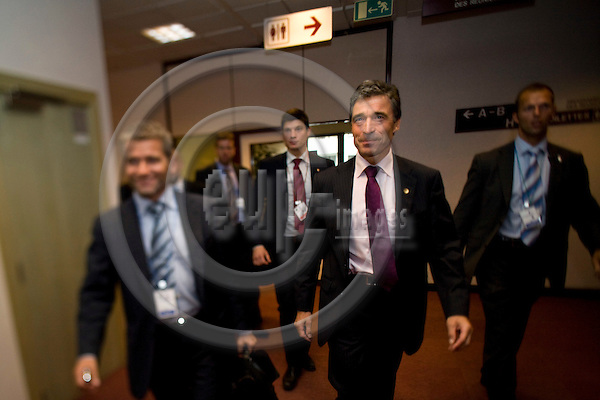 BRUSSELS - BELGIUM - 29 AUGUST 2008 -- Extraordinary EU Summit on Georgia -- Anders FOGH RASMUSSEN, Danish Prime Minister, leaving the summit after the last press conference with his spindoctor Michael ULVEMAND (Ri) and his bodyguards.  -- Photo Erik LUNTANG / EUP-Images