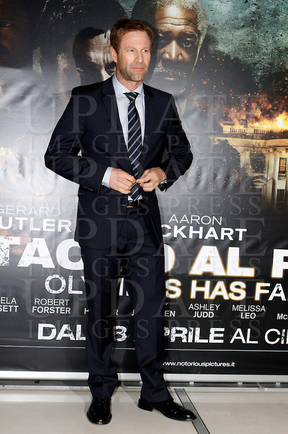 "L'attore statunitense Aaron Eckhart all'anteprima del film ""Attacco al potere"" a Roma, 5 aprile 2013..U.S. actor Aaron Eckhart poses at the premiere of the movie ""Olympus has fallen"" in Rome, 5 April 2013..UPDATE IMAGES PRESS/Riccardo De Luca"