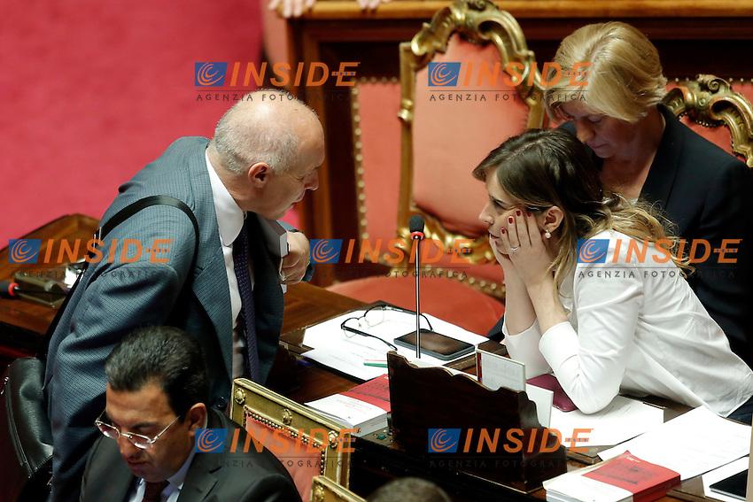 Franco Panizza e Maria Elena Boschi<br /> Roma 19-04-2016 Senato. Mozione di sfiducia al Governo da parte del Movimento 5 Stelle, della Lega Nord  di Forza Italia.<br /> Photo Samantha Zucchi Insidefoto