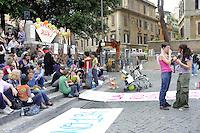 Roma, 22 Maggio 2010.Piazza Trilussa.Movimenti femministi in piazza per festeggiare i 32 anni della legge 194 sull'interruzione di gravidanza e per dare il benvenuto alla pillola abortiva RU 486...Rome, May 22, 2010.Piazza  Trilussa.Feminist movements in the streets to celebrate 32 years of Law 194 on interruption of pregnancy and to welcome the abortion pill RU-486