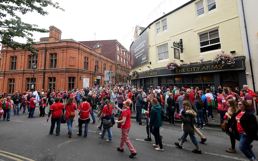 The local pubs around Cardiff are full with fans prior to kick off <br /> <br /> Photographer Ian Cook/CameraSport<br /> <br /> Rugby Union - 2015 Rugby World Cup - Wales v Uruguay - Sunday 20th September 2015 - Millennium Stadium - Cardiff<br /> <br /> &copy; CameraSport - 43 Linden Ave. Countesthorpe. Leicester. England. LE8 5PG - Tel: +44 (0) 116 277 4147 - admin@camerasport.com - www.camerasport.com