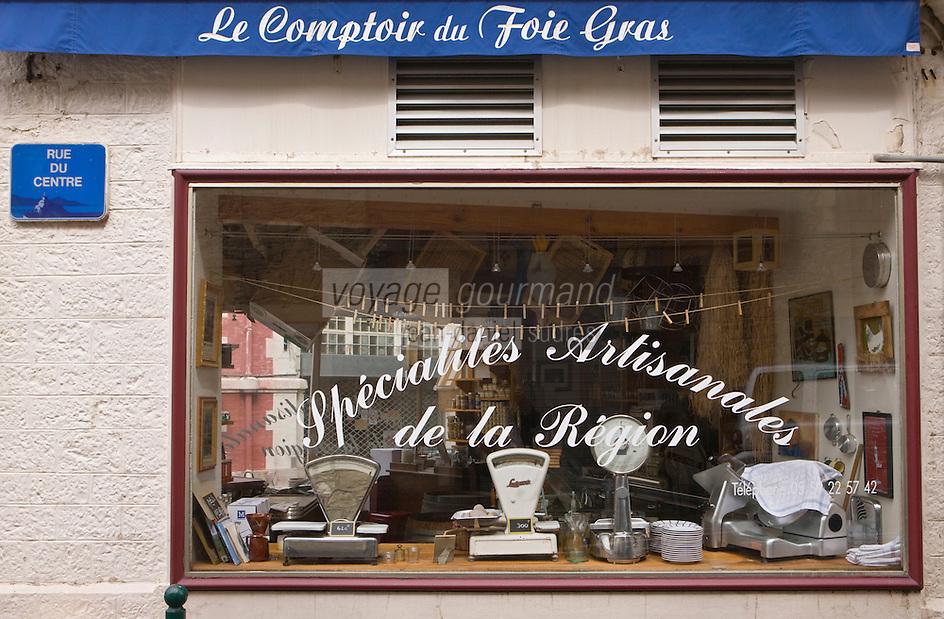 Europe/France/Aquitaine/64/Pyrénées-Atlantiques/Pays Basque/ Biarritz: Christine Pujol  dans son épiceri, bar à vin: Le Comptoir du Foie Gras