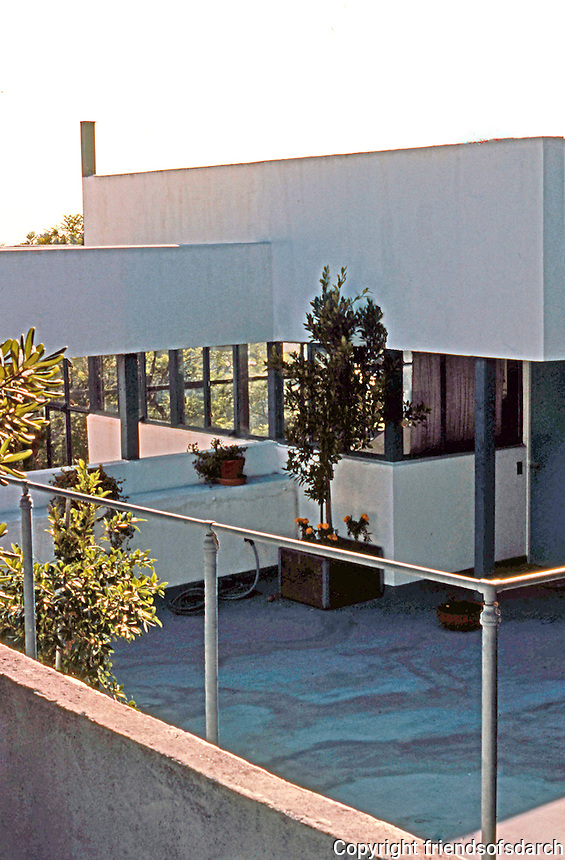 Richard Neutra: Lovell House, Balcony. Photo  '82.