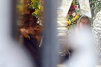 Rio de Janeiro (RJ), 08/07/2019 - Velório / João Gilberto -   A atual esposa de João Gilberto a moçcambicana Maria do Céu Harris esteve presente o tempo doto ao lado do caixão no velorio no Theatro Municipal do do músicoJoão Gilberto, na manhã desta segunda-feira(8).O músico morreu em cas, neste sábado(6), aos 88 ano. João Gilberto foi um dos criadores da bossa nova e enfrentava problemas de saúde havia alguns anos.Cinelândia, regiao central do Rio de Janeiro Rio de Janeiro (Foto: Vanessa Ataliba/Brazil Photo Press)