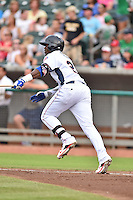 Tennessee Smokies right fielder Jorge Soler #21 runs to first during a game against the Mississippi Braves at Smokies Park on July 21, 2014 in Kodak, Tennessee. The Braves defeated the Smokies 4-3. (Tony Farlow/Four Seam Images)