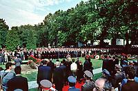 UNGARN, 14.07.1989<br /> Budapest - VIII. Bezirk<br /> Staatsbegraebnis von Janos Kadar (korrekt: János Kádár), Generalsekretaer der Kommunistischen Partei MSZMP auf dem Kerepesi Nationalfriedhof. Das Grab ist zugeschaufelt, nicht weit vom Kommunistischen Pantheon. <br /> State funeral of Communist Party (MSZMP) General Secretary Janos Kadar who died on July 6. The grave not far from the Kerepesi national cemetery's communist pantheon has been closed.<br /> © Martin Fejer/EST&OST