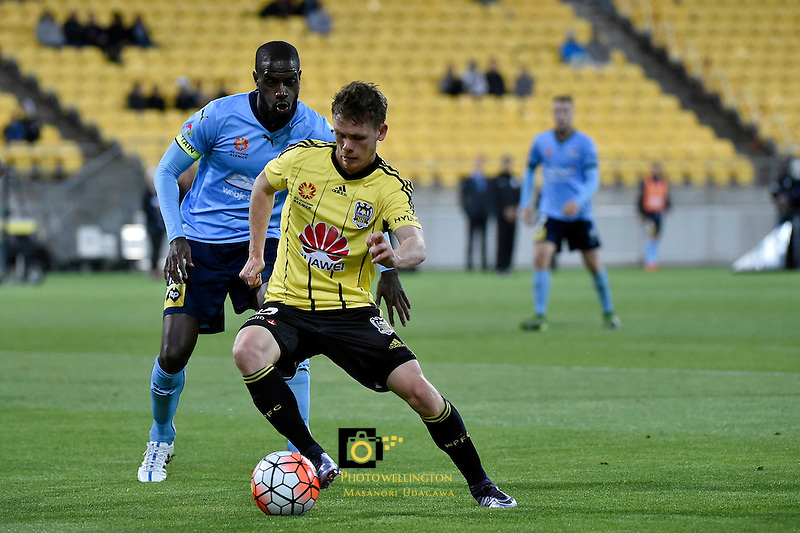 Wellington Phoenix&rsquo; Michael McGlinchey in action during the A League - Wellington Phoenix v Sydney FC at Westpac Stadium, Wellington, New Zealand on Saturday 19 December 2015.<br /> Photo by Masanori Udagawa. <br /> www.photowellington.photoshelter.com.