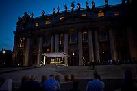 Roma, 7 Settembre, 2013. Un momento della messa in Piazza San Pietrodurante la veglia di preghiera contro l'intervento armato in Siria e contro tutte le guerre