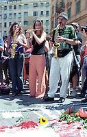 Genova, Luglio 2002.Piazza Alimonda.Manifestazione a un anno dalla morte di Carlo Giuliani ucciso dalle forze dell'ordine durante le manifestazioni contro il G8 del 2001