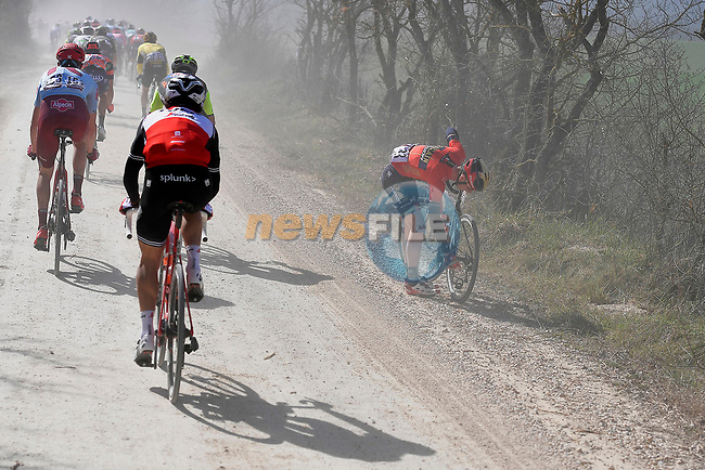 Mechanical forAndrea Garosio (ITA) Bahrain-Merida during the Strade Bianche 2019 running 184km from Siena to Siena, held over the white gravel roads of Tuscany, Italy. 9th March 2019.<br /> Picture: LaPresse/Fabio Ferrari | Cyclefile<br /> <br /> <br /> All photos usage must carry mandatory copyright credit (© Cyclefile | LaPresse/Fabio Ferrari)